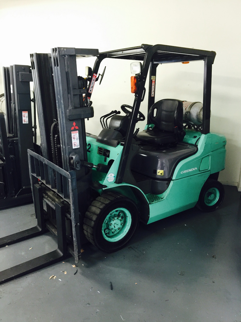 item gta listing capacity area forklift with mitsubishi greater industrial v mast toronto stage business